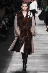 Модные шубы 2015 эксцентричные расцветки и вызывающие фасоны