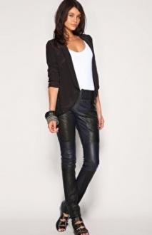 Кожаные брюки: как и с чем носить?