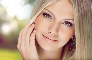 Прыщи на подбородке у женщин: причины, лечение