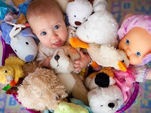 Игрушки и возраст детей: соответствия и польза