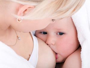 Как правильно кормить ребенка грудью?