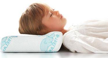 С какого возраста ребенку нужна подушка и какая?
