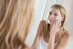 Уход за кожей лица после 35 лет