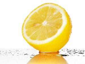 Вода с лимоном: польза или вред?