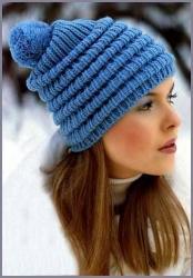 Вязаная шапочка с помпоном