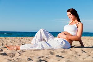 Чем опасен загар для беременной?