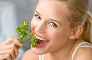 Неприятный запах изо рта: причины и способы лечения