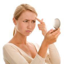 Прыщи на лбу: причины, лечение, как убрать
