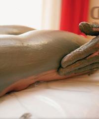 Массаж с черной глиной от целлюлита